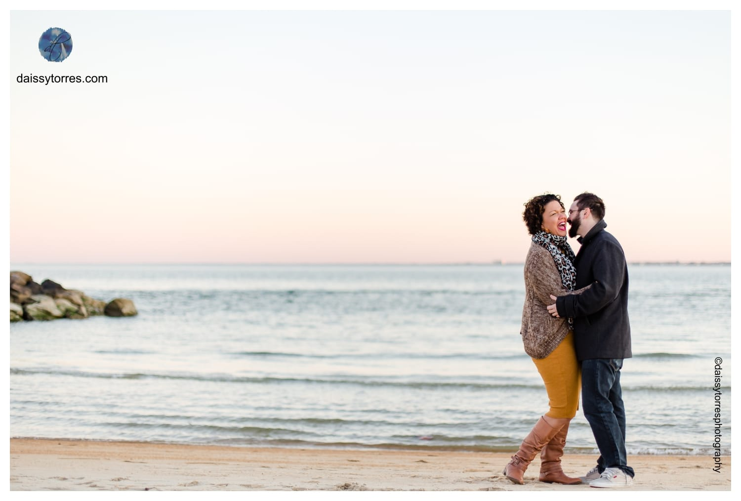 Golden Hour Fort Monroe Engagement Session by Daissy Torres Photography